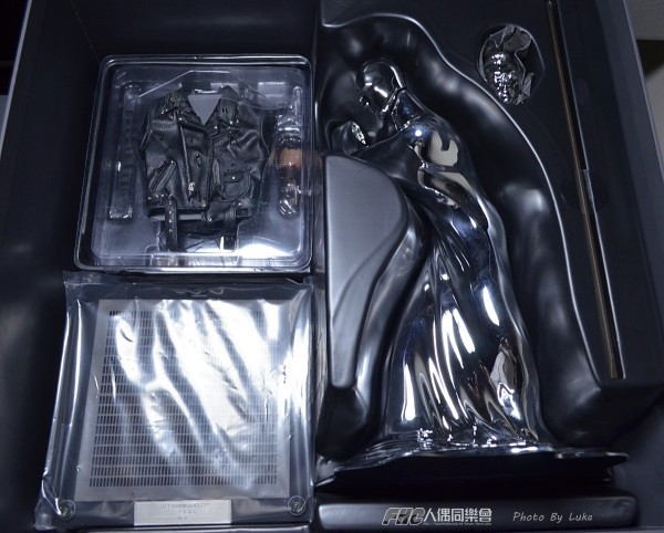 hottoys-dx13-t800b-018