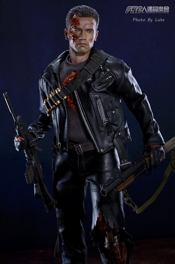 hottoys-dx13-t800b-022