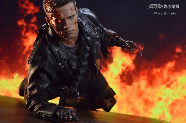 hottoys-dx13-t800b-041