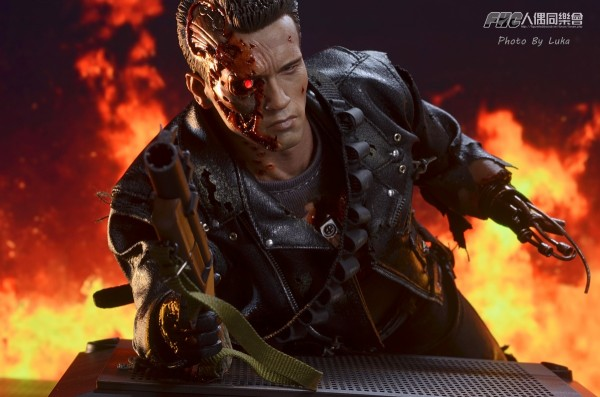 hottoys-dx13-t800b-044