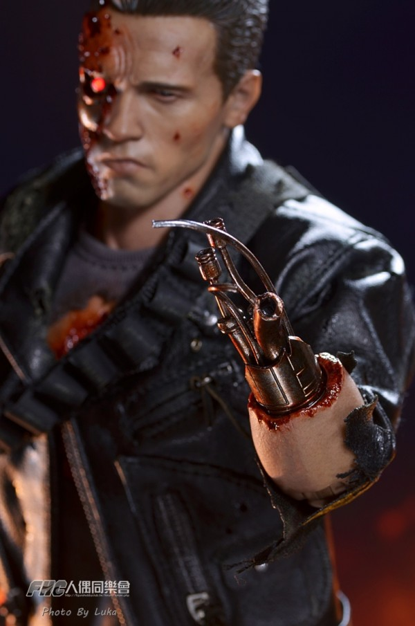 hottoys-dx13-t800b-048
