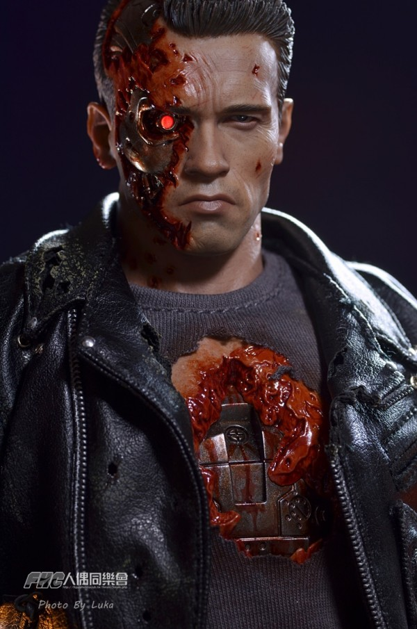 hottoys-dx13-t800b-055