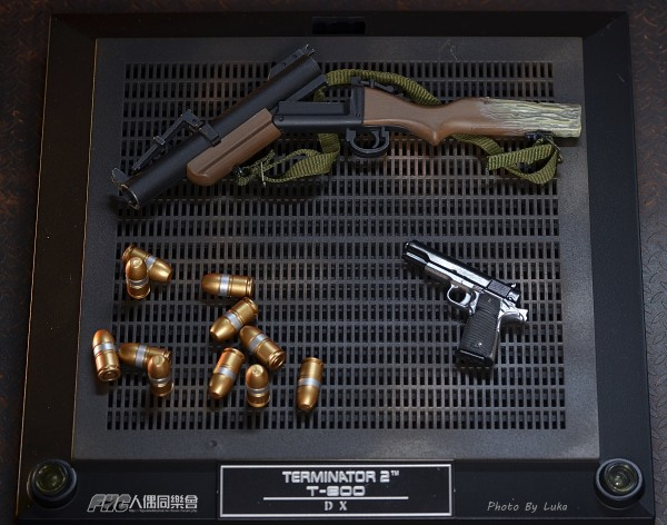 hottoys-dx13-t800b-057