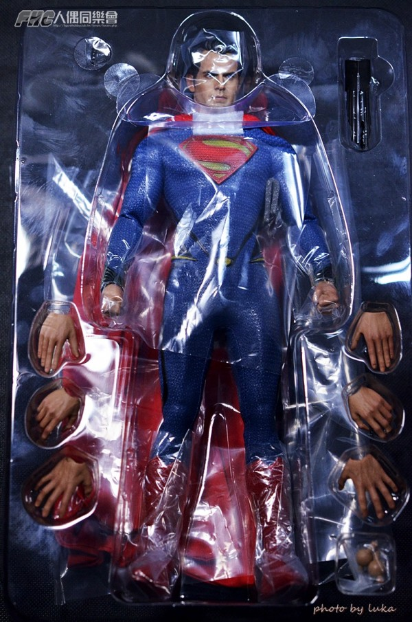 hottoys-superman-luka-002