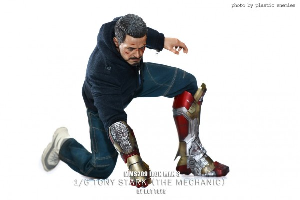 hottoys-tony-stealth-plastic-enemy-022