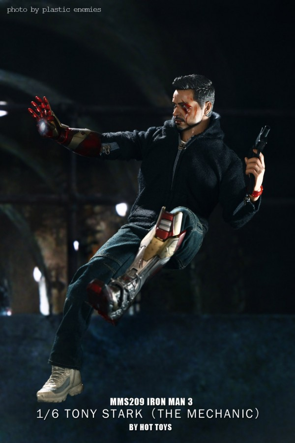 hottoys-tony-stealth-plastic-enemy-047