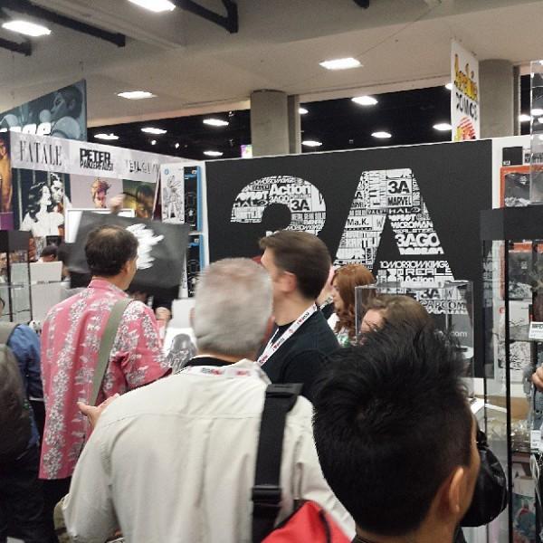 2013年纽约玩具展,人们在排队购买3A玩具