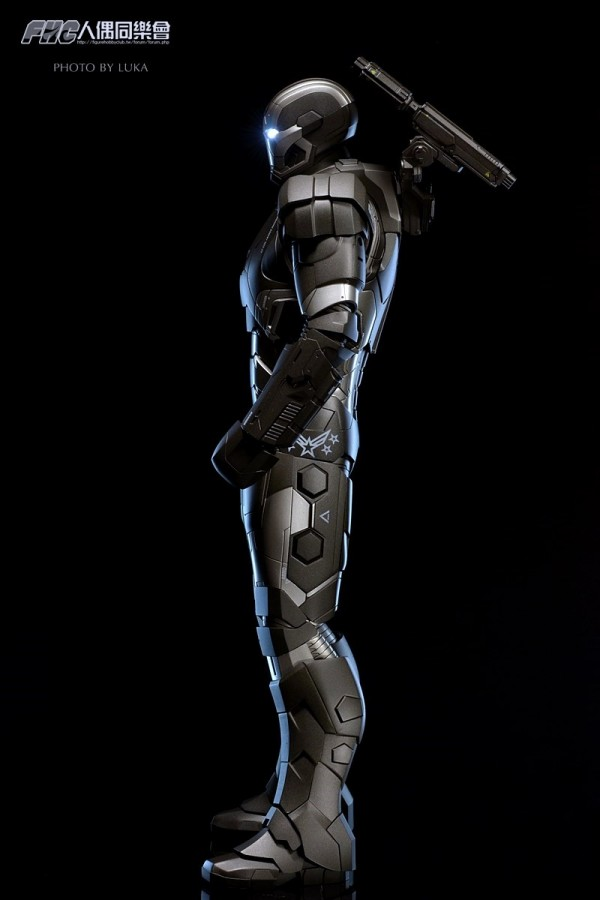 hottoys-ironman3-war-machine-luka-008