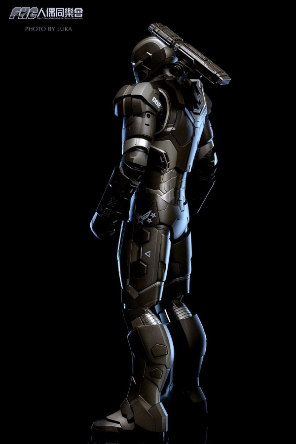 hottoys-ironman3-war-machine-luka-009