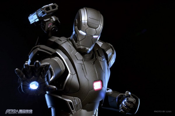 hottoys-ironman3-war-machine-luka-017
