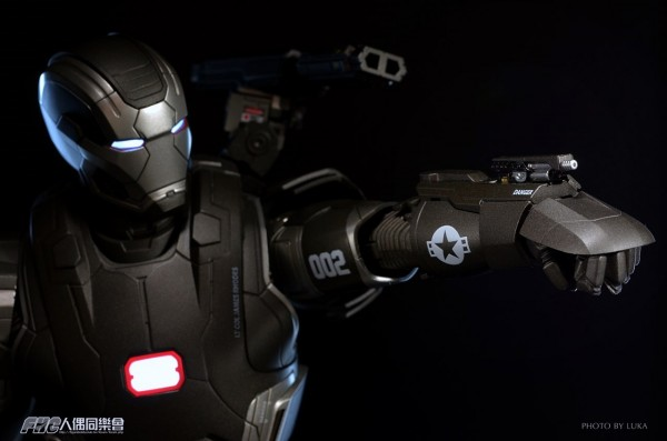 hottoys-ironman3-war-machine-luka-024