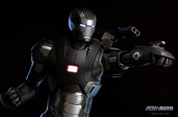 hottoys-ironman3-war-machine-luka-025