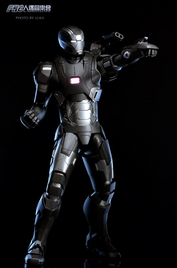 hottoys-ironman3-war-machine-luka-026