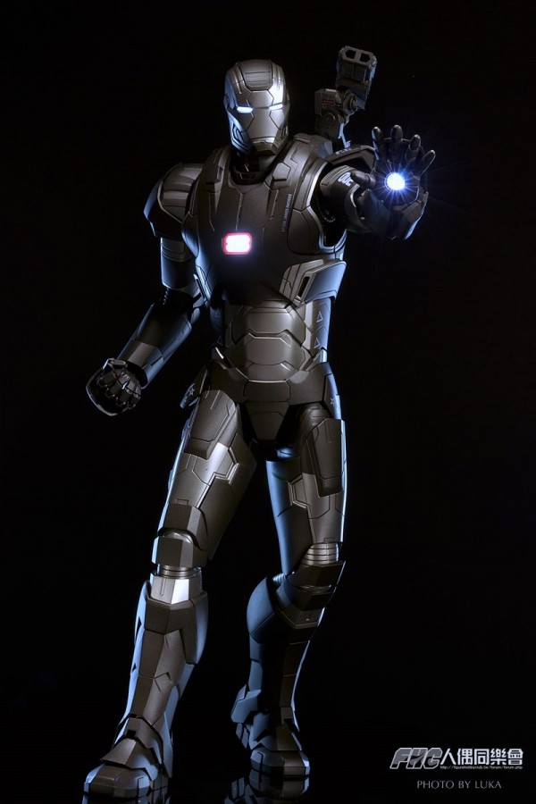 hottoys-ironman3-war-machine-luka-027