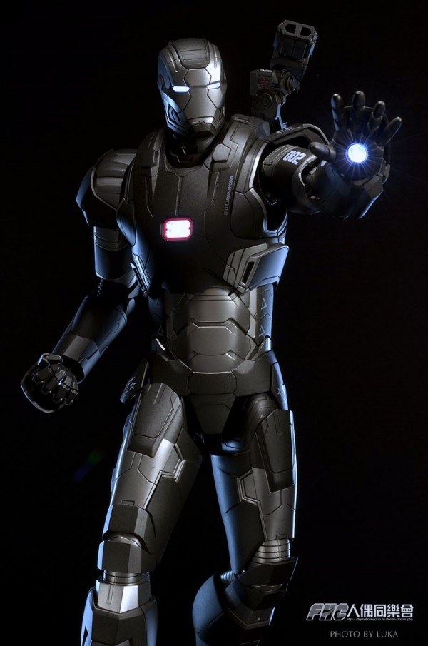 hottoys-ironman3-war-machine-luka-028