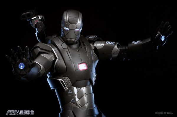 hottoys-ironman3-war-machine-luka-030