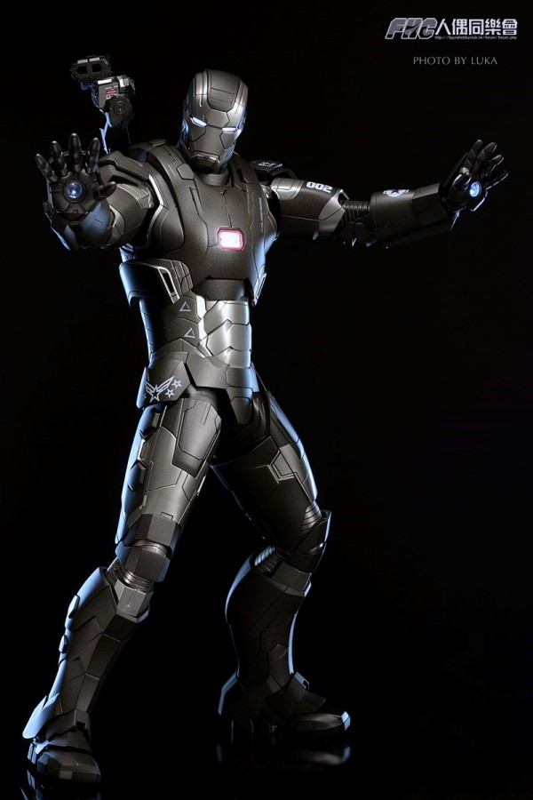 hottoys-ironman3-war-machine-luka-031