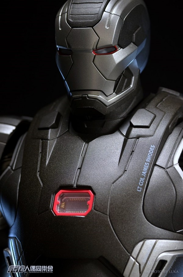 hottoys-ironman3-war-machine-luka-040