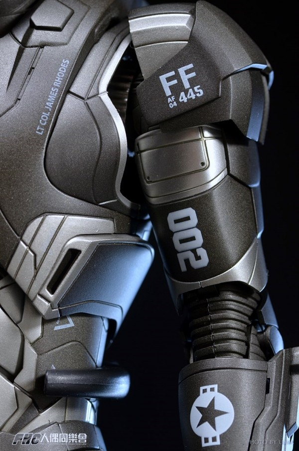 hottoys-ironman3-war-machine-luka-041