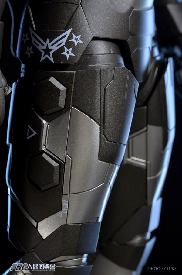 hottoys-ironman3-war-machine-luka-042