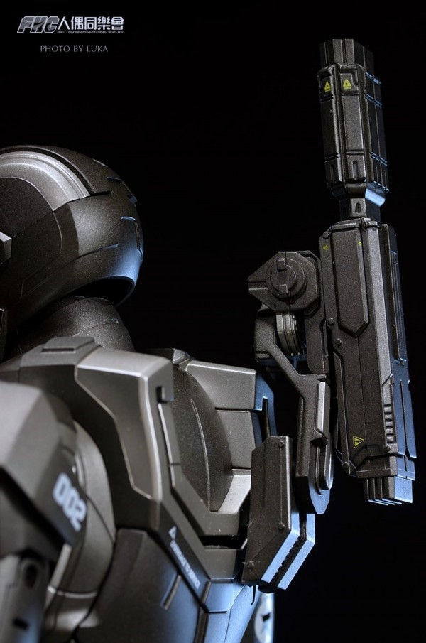 hottoys-ironman3-war-machine-luka-046