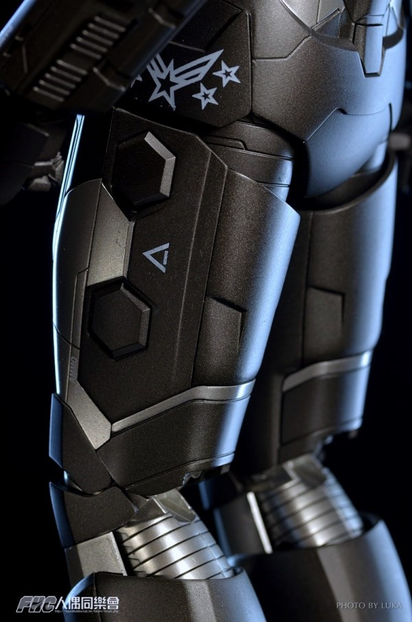 hottoys-ironman3-war-machine-luka-047