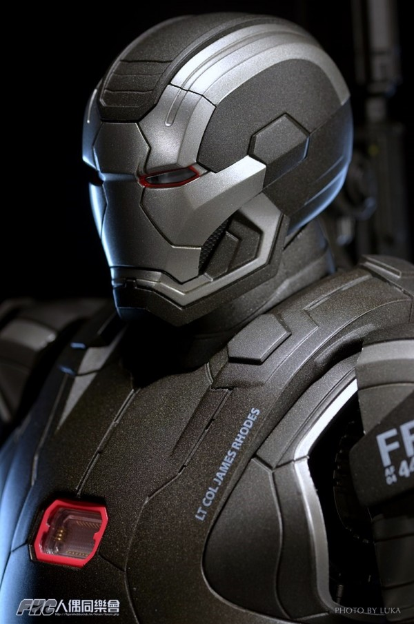 hottoys-ironman3-war-machine-luka-048