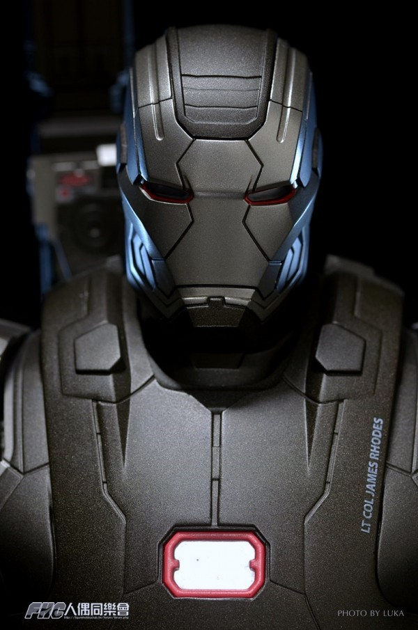 hottoys-ironman3-war-machine-luka-049