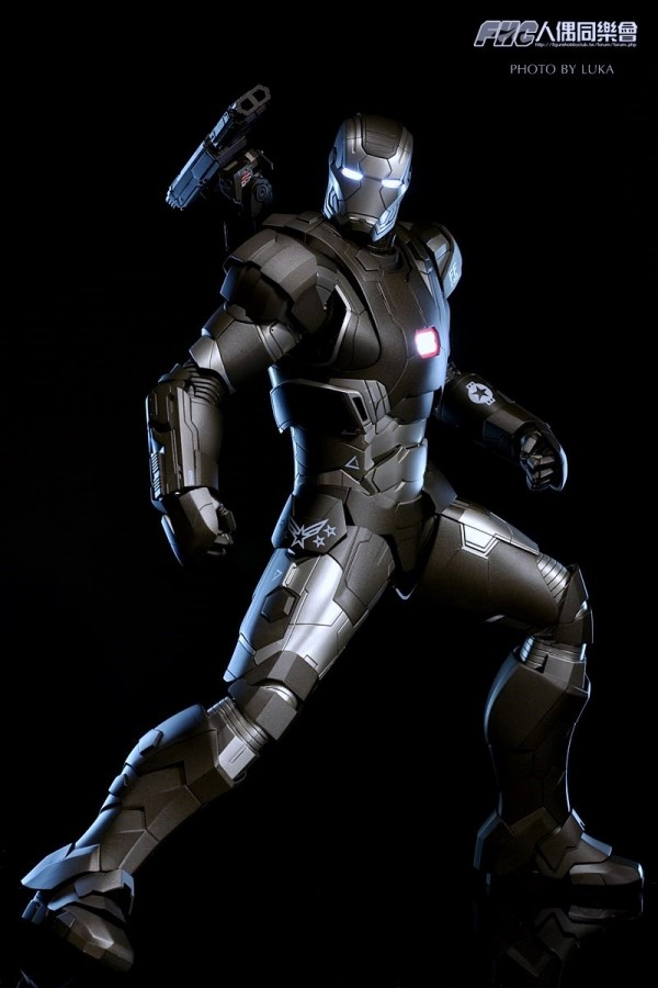 hottoys-ironman3-war-machine-luka-050