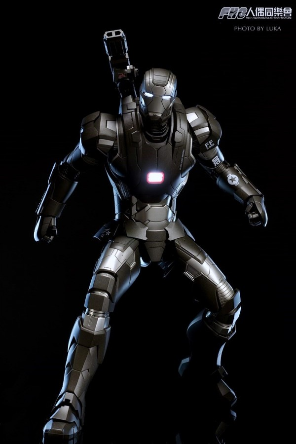hottoys-ironman3-war-machine-luka-051