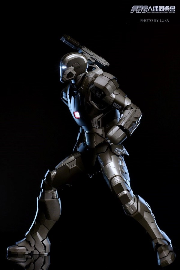 hottoys-ironman3-war-machine-luka-052