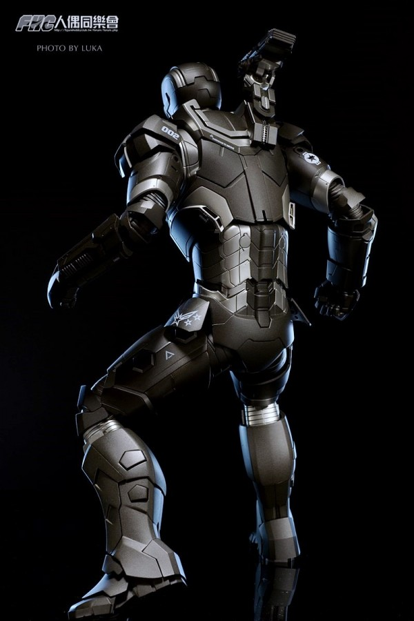 hottoys-ironman3-war-machine-luka-053