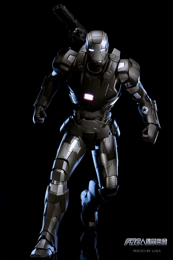 hottoys-ironman3-war-machine-luka-054