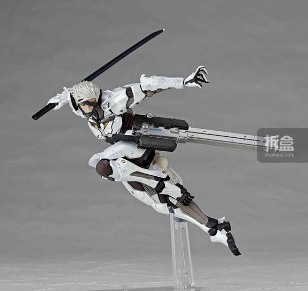 revoltech-raiden-white-001