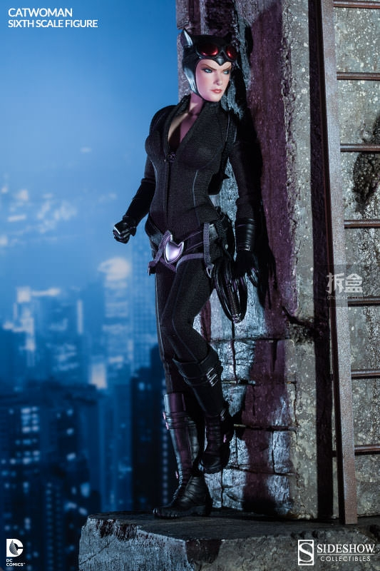 sideshow-catwoman-action-figure-001