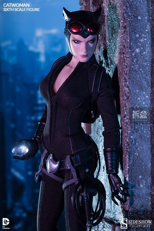 sideshow-catwoman-action-figure