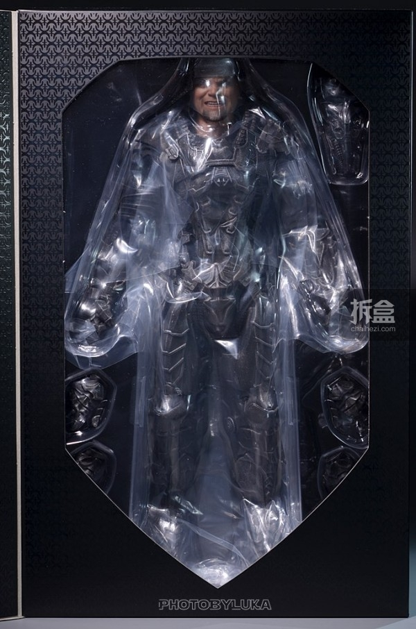 hottoys-man-of-steel-general-zod-luka-002