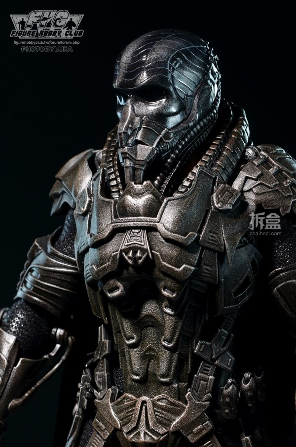 hottoys-man-of-steel-general-zod-luka-015