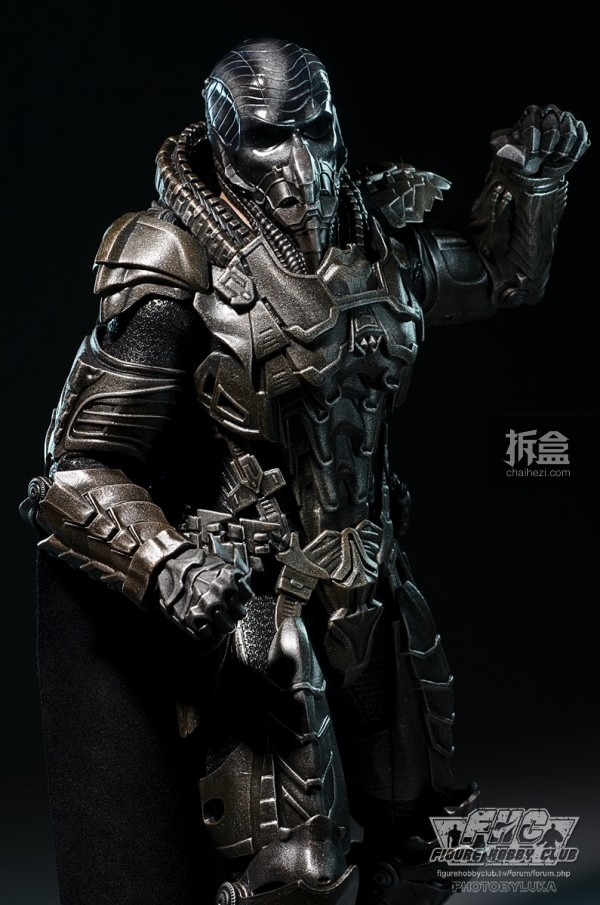 hottoys-man-of-steel-general-zod-luka-016