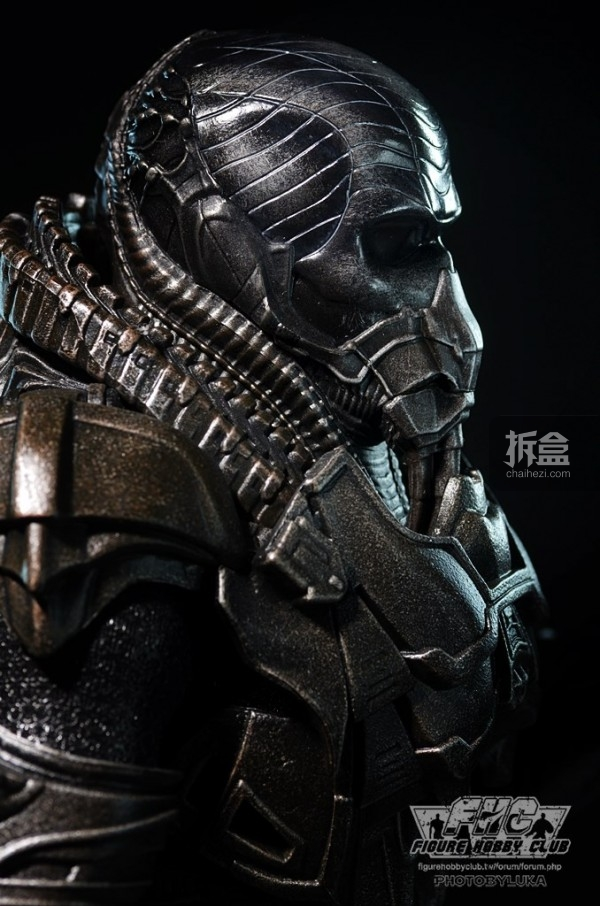 hottoys-man-of-steel-general-zod-luka-018