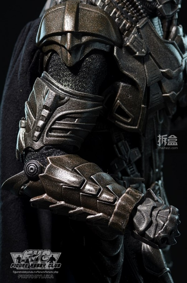 hottoys-man-of-steel-general-zod-luka-019