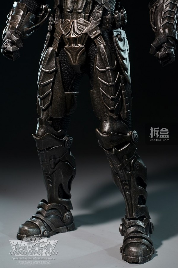 hottoys-man-of-steel-general-zod-luka-029