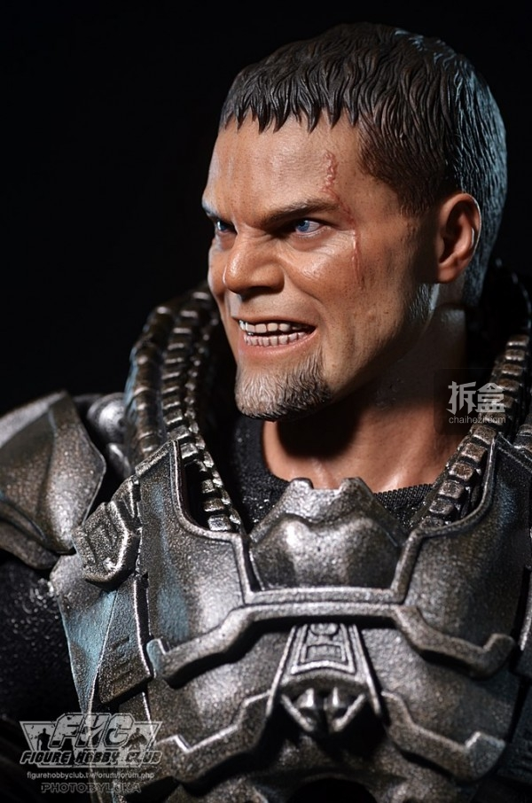 hottoys-man-of-steel-general-zod-luka-035