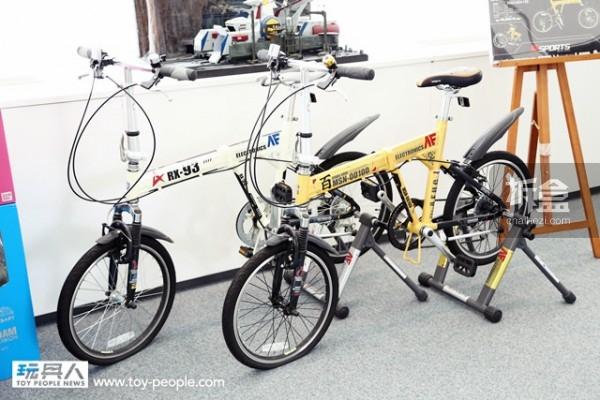 2008 年所推出的高达折叠脚踏车,一共有「亚纳海姆电子」&「百式」两种款式。原价¥49,800,但现在已经很难买到了。
