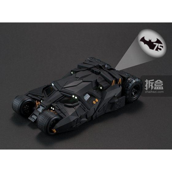 BANDAI Batmobile Tumbler蝙蝠侠战车手机壳推出限定款——投射出75周年的logo