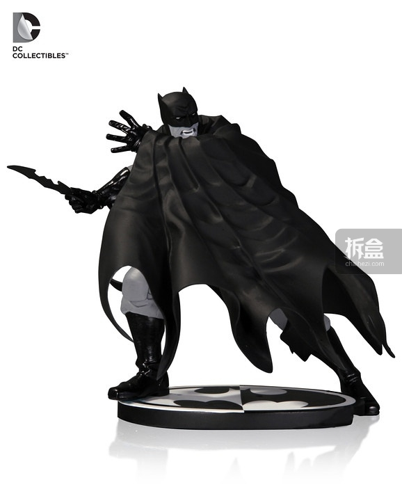 Batman Black and White statues, art from Dave Johnson