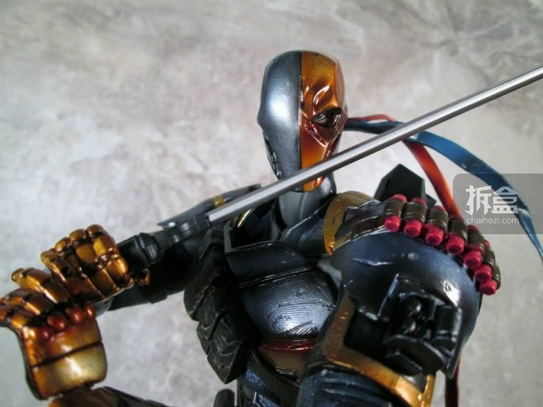 PlayArtsKai-Arkham-batman-10