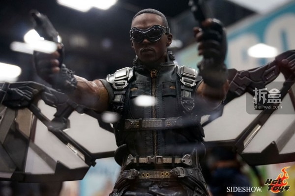 hottoys-2014sdcc-booth-020