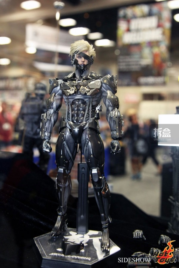 hottoys-2014sdcc-booth-038