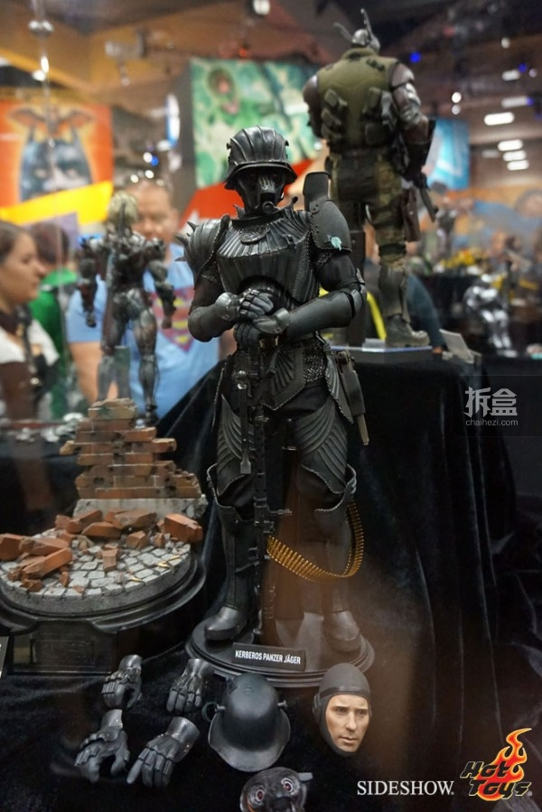 hottoys-2014sdcc-booth-043